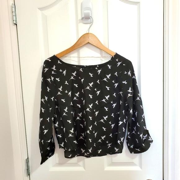 ‼️ 3/$20 Cute Bird Patterned Blouse